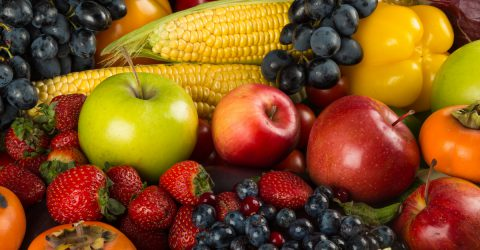 A gyümölcs a természet ajándéka.